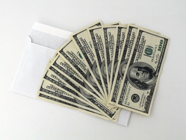 Develop A Financial Strategy To Stay Out of Debt and Save Money