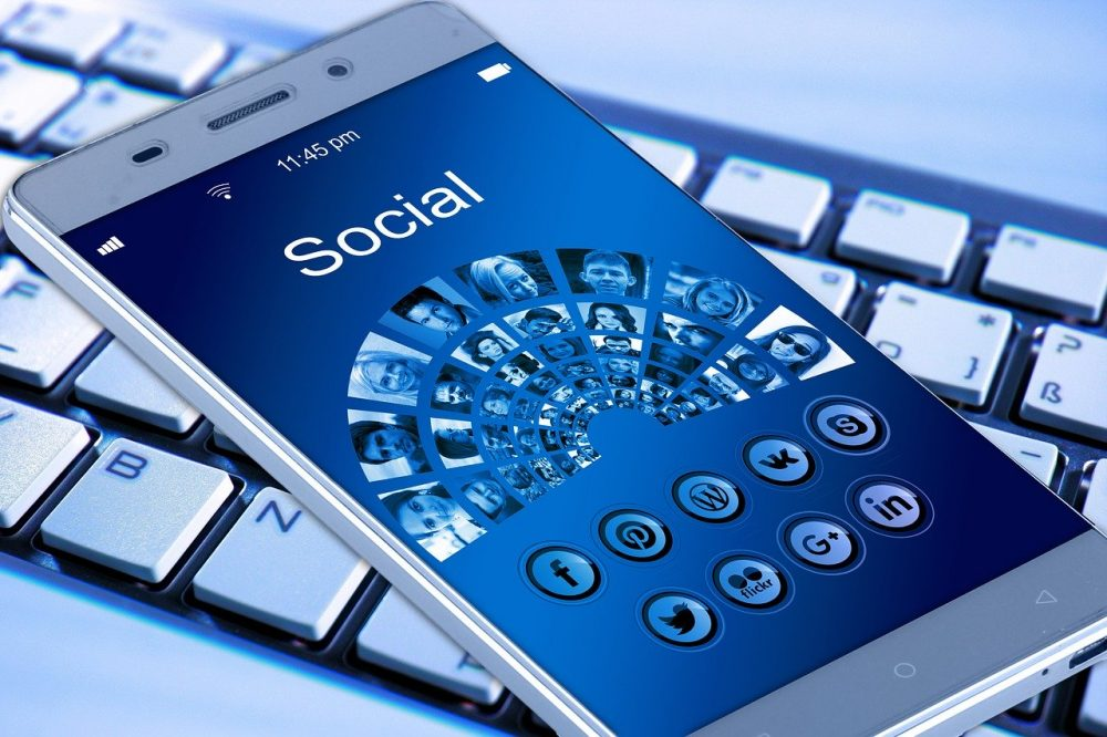 Here Are 5 Ways to Use Social Media to Save Money