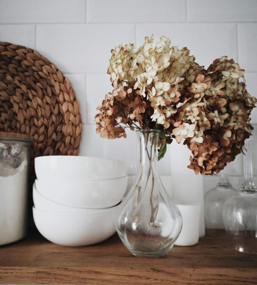 ways to save money on a tight budget with fall decor